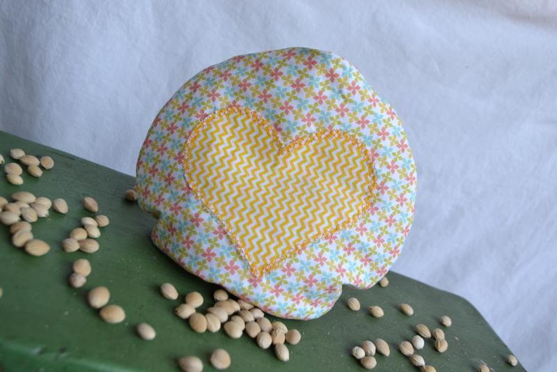 Nahřívací chladící peckový polštářek žlutý